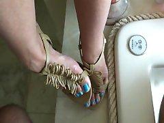 कम ऊँची एड़ी के लंबे नीले पैर की उंगलियों - heelslovers@pornhub