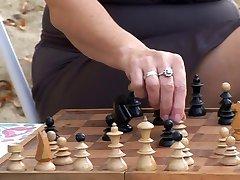 Šachmatais Žaisti, Lezbo Grannies
