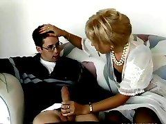 Blonde milf buttsex med ungdoms mann