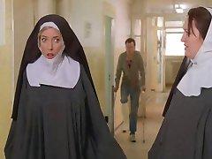 Nonner bundet opp og renses av politiet!
