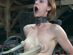 Bondage BDSM sub gjennomsyret av maskinen