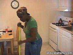 Ebony neiu blackmails boss ja nõuab, et teda oma perset lakkuda