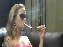 blonda fierbinte pentru nefumători