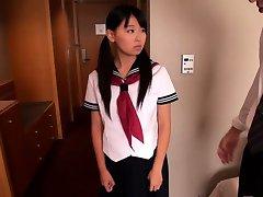 Giapponese studentessa Airi Sato scopare dal più vecchio maschio