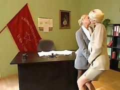 Blonde Lesben Office