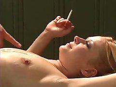 fumatul blonda face pe la spate