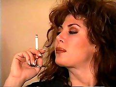 Klasické Brunetka Fajčenie Solo