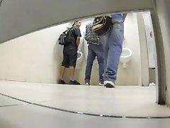 मॉल शौचालय में कार्रवाई
