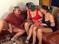 3醜女性の演奏