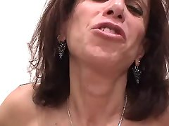 Store Titty Stygg MILF Suger Kuk & amp; amp Får Titty Knullet
