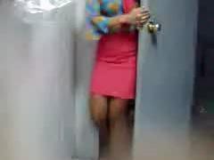छिपे हुए कैमरे - लड़कियों को काम पर