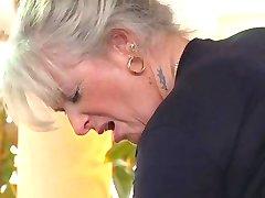 blond bestemor jævla