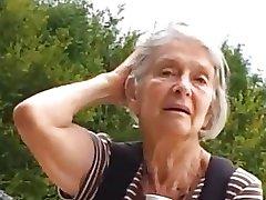 Teaser - babcia w parku