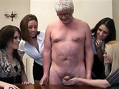 Kvinnor ge avrunkning till ett pervo gubbe