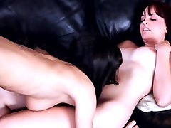 YOUNG COLLEGE LESBIAN BRUNETTE TEENS LICK PUSSY AND 69 IN DORM