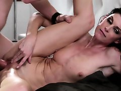 Glamour milf pussypounded on bed