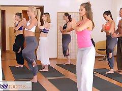 FitnessRooms Telovadnici par ne more upreti seks v telovadnici