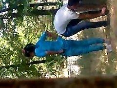 عاشقان در پارک