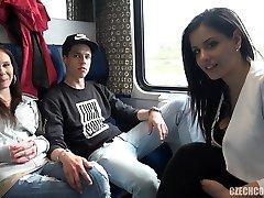 fyrkant sex i allmänna tåg