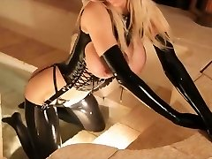 Blond i latex