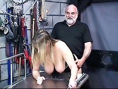 Busty suženj zanič, njen master's tiča v mučenju soba