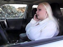 začaran v avtu