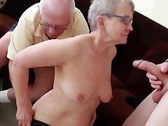 Бабуля &амп; муж пригласил молодой жеребец трахнул ее