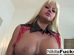 nikita von james v blondinka hottie z junk joške igra z njo muca in seks igrače - nikitavonjames