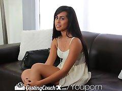 CastingCouch-X Blyg mörkhyade skönhet är audition för porr
