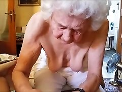 Alte Frau massiert Schwanz
