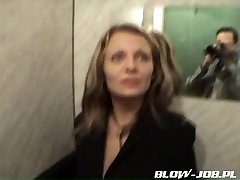 Grind gal doing blowjob in the elevator