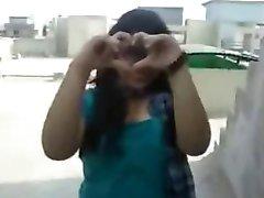 Northindian девушка показать ее умные огромными сиськами в ее БФ