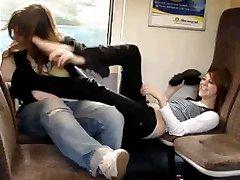 tren, kız kardeşi ve arkadaşı oyun facefootsie