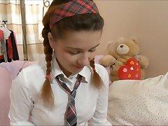 Lara Schulmädchen