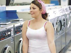ExxxtraSmall - Petite Teen Gefickt im Waschsalon