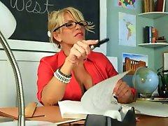 Lycklig kille knullar hot lärare lady