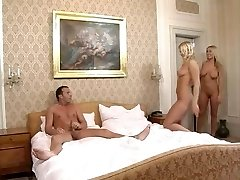 İki seksi vücutlu sarışın ile FFM