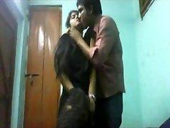 دانشجویان عاشقان در خانه