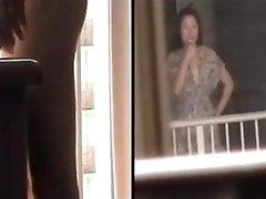 Hotellrum voyeur från tvärs över gatan