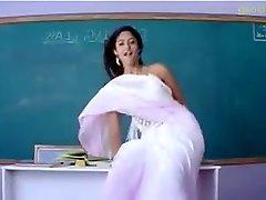 Schauspielerin Ileana als Lehrer