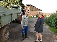 pueblo gordita rubia es follada por joven agricultor y se alimenta con su semen