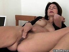 Bestemor tar vare på henne orgasme behov