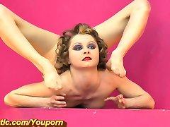 Quente Flexível menina no Gymrotic (HD)