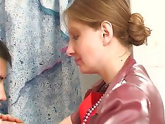 шлюха принимает член в ванной с нее трусики на рт1