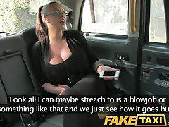 FakeTaxi Enorme tetas grandes celebridades toma taxi polla