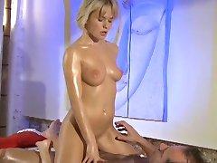 Massage Zimmer der teenager blonden und roten Kopf bekommen tiefen Orgasmus von großen Schwanz