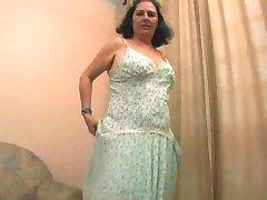 Latin Büyükanne Hazırlıklı Gelmiş