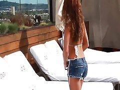 Mädchen Mit Erstaunlichen Körper Gibt Einen Sexy Stripteas