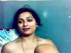 Niedlichen Kerala Tantchen's Titten und Muschi zeigen erfassten durch Ihr BF