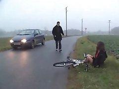 Karšto Beurette Čiulpia ir ass fuck į Automobilį